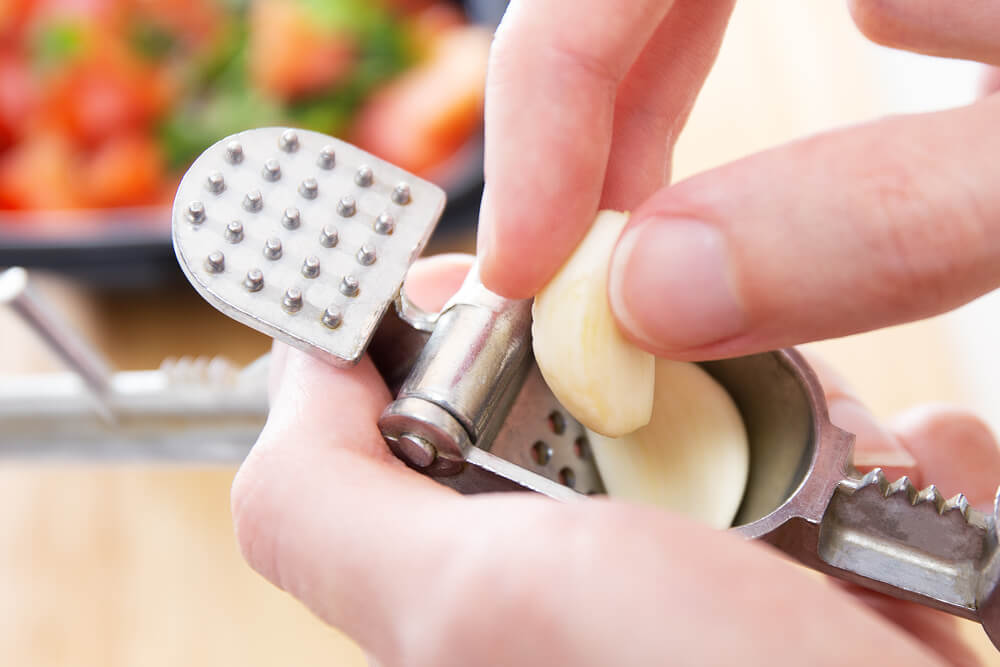 How To Use Garlic Press